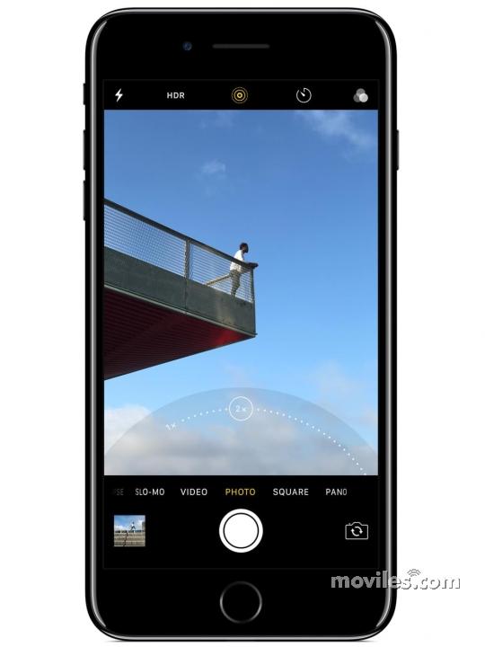 Fotografía grande Frontal del Apple iPhone 7 Plus Negro. En la pantalla se muestra Cámara de fotos