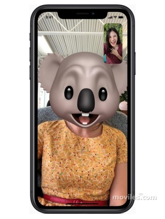 Fotografía grande Varias vistas del Apple iPhone Xr Amarillo y Azul y Coral y Negro y Rojo. En la pantalla se muestra Varias vistas