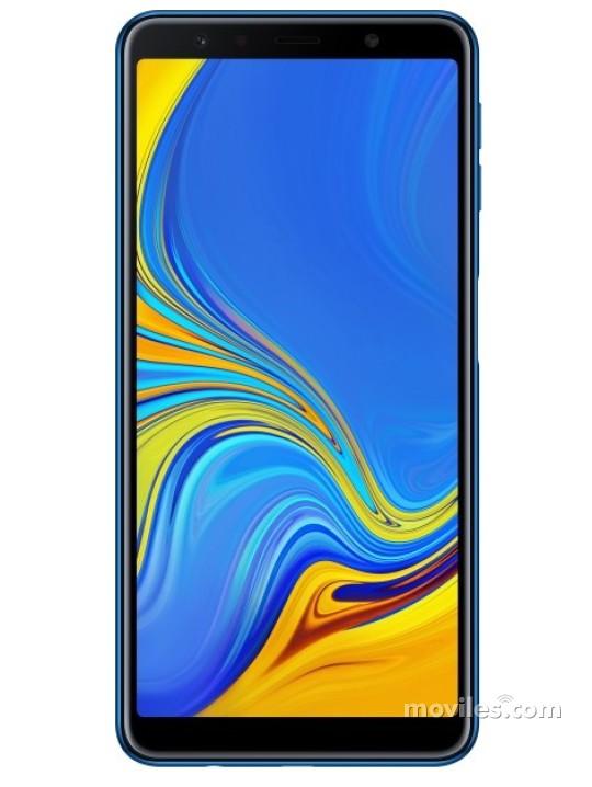 Fotografía grande Varias vistas del Samsung Galaxy A7 (2018) Azul y Dorado y Negro y Rosa. En la pantalla se muestra Varias vistas