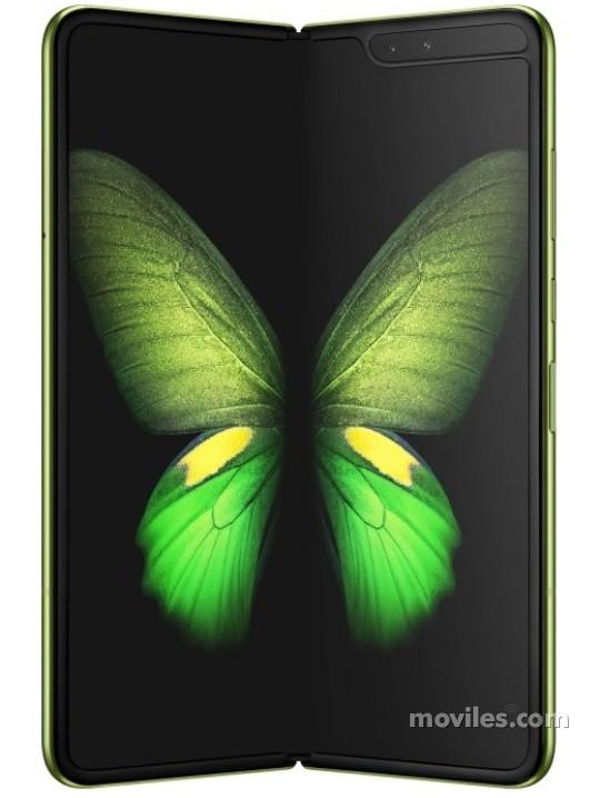 Fotografía grande Varias vistas del Tablet Samsung Galaxy Fold 5G Plata y Negro. En la pantalla se muestra Varias vistas