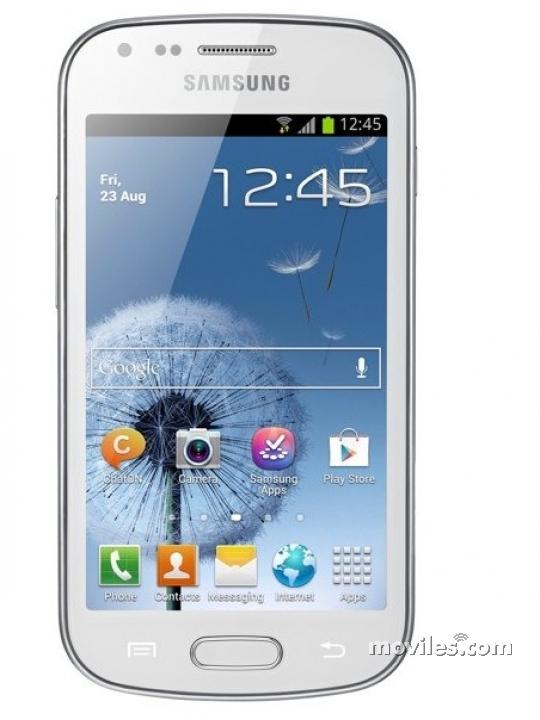 Fotografía grande Frontal del Samsung Galaxy Trend Blanco. En la pantalla se muestra Pantalla de inicio