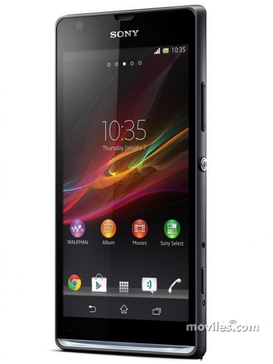 Fotografía grande Frontal del Sony Xperia SP Negro. En la pantalla se muestra Pantalla de inicio
