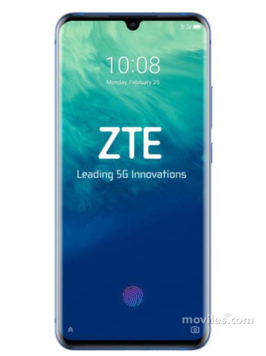 Fotografía grande Varias vistas del ZTE Axon 10 Pro 5G Azul. En la pantalla se muestra Varias vistas